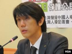 台湾声援中国人权律师网络副召集人王龙宽律师 (美国之音张永泰拍摄)