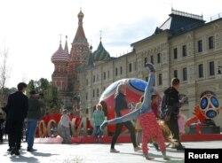 جهانگردان و ساکنان شهر مسکو بی صبرانه منتظر فرارسیدن مسابقات فوتبال هستند.