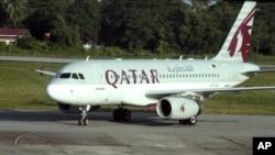 """Wani jirgin saman kamfanin safarar jiragen Qatar """"Qatar Airlines"""" a wani filin jirgin kasar Burma"""