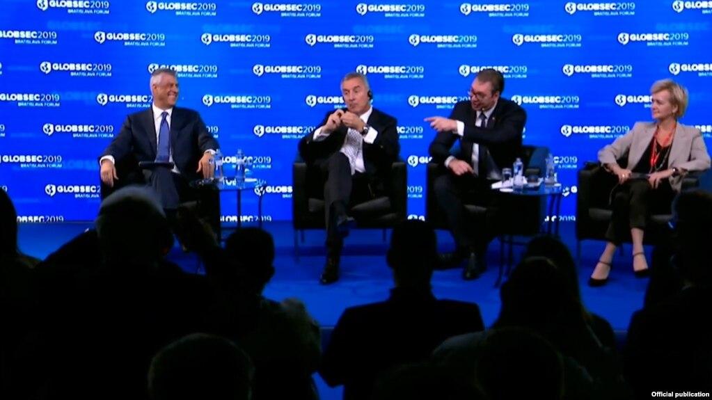 Thaçi e Vuçiç në Forumin e Bratislavës