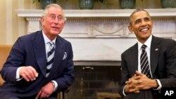 Obama bromeó con el príncipe Carlos durante su visita a la Casa Blanca.