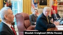 ماہرین کے مطابق صدر ٹرمپ کے اعلان کے بعد چین کے ساتھ تجارتی معاہدہ التوا کا شکار ہو جائے گا۔