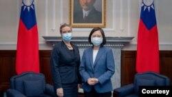 台灣總統蔡英文8月10日在台北會見美國在台協會台北辦事處新任處長孫曉雅。(蔡英文總統推特)