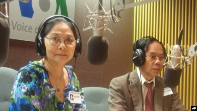 Madame Tes Sam Oeun, (left) along with her husband Tes Saroeum on 'Hello VOA' on Thursday July 22nd, 2010.