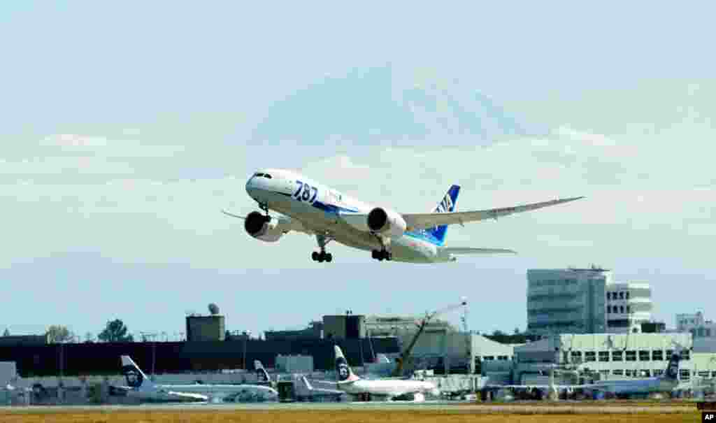 The first scheduled Boeing 787 airplane to depart from Seattle-Tacoma International Airport, takes off October 2, 2012 in Seattle.