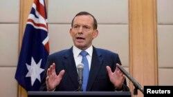 Thủ tướng Úc Tony Abbott phát biểu trong cuộc họp báo ở Bắc Kinh, Trung Quốc, ngày 12 tháng 4, 2014. Ông nói việc tìm kiếm hộp đen ở 5 km dưới mặt nước biển và xa bờ 1000 km là một công tác đầy thử thách.