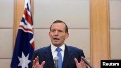 澳大利亞總理阿博特4月12日在北京一家酒店向媒體發表講話。