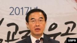 조명균 한국 통일부 장관이 25일 서울 코리아나호텔에서 열린 '통일교육위원 워크숍'에서 인사말하고 있다.