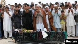 Oraçoes nos funerais pelos mortos do atentado de Sábado