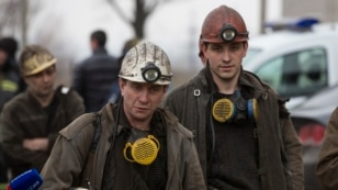 Miners arrive to help with the rescue effort in Zasyadko coal mine in Donetsk March 4, 2015. A blast at the coal mine in the eastern Ukrainian rebel stronghold of Donetsk killed more than 30 people, a local official said on Wednesday, with dozens more min