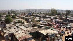 Diepsloot, près de Johannesburg : un des townships les plus dangereux en Afrique du Sud (Photo: D. Taylor / VOA)