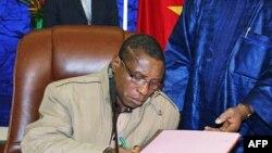 几内亚军政府领导人卡马拉签署协议同意过渡政府计划