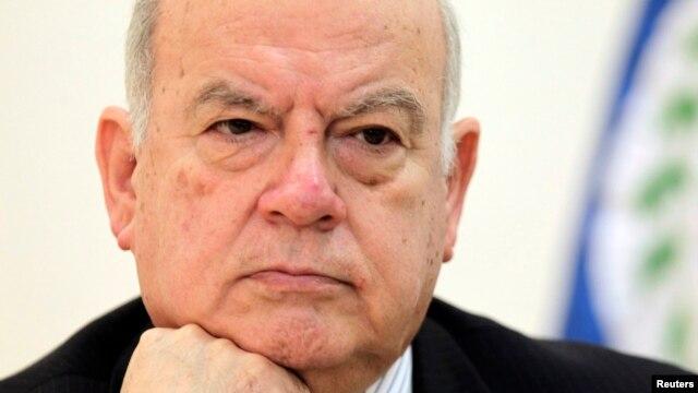 Jose Miguel Insulza, Secretario General de la OEA, anunció en París que la otra semana se conocerá si Chávez puede gobernar.