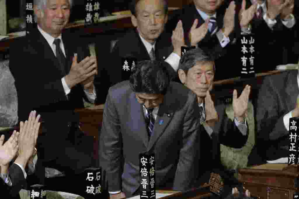 Liberal Democratic Party leader Shinzo Abe bows after being named Japan's new prime minister at the lower house of Parliament in Tokyo, December 26, 2012.