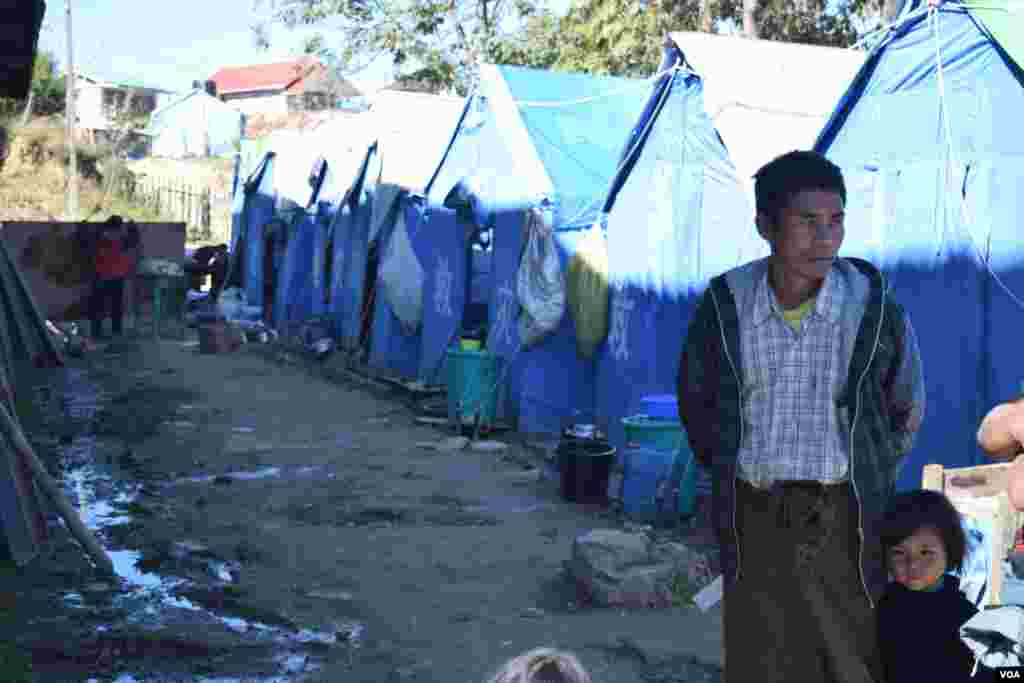 The temporary accommodation in many cases houses families of upwards of 5 people. (D. de Carteret/VOA)
