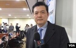 이정훈 전 한국 외교부 인권대사가 13일 서울에서 열린 'KAL 납북 부분 송환 제 48주년 토론회'에서 VOA와 인터뷰하고 있다.