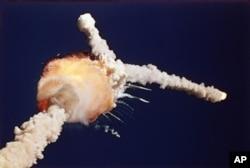 آرشیو - انفجار فضاپیمای چلنجر، مدت کوتاهی پس از پرتاب به فضا - ۲۸ ژانویه ۱۹۸۶