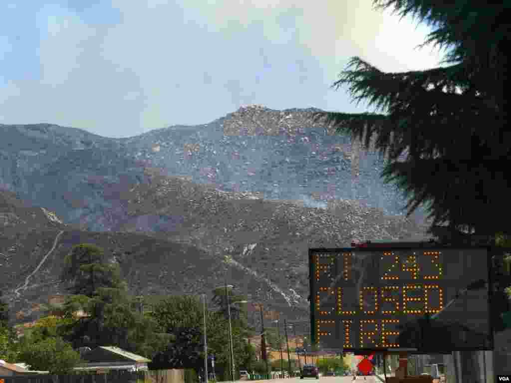 穿越山區的243高速路可能要封閉一週(美國之音國符拍攝)