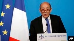 Francuski šef diplomatije Žan-Iv Le Drijan na konferenciji za novinare u Parizu, 14. aprila 2018.