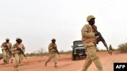Des soldats burkinabés lors d'un entraînement au Burkina Faso, le 13 avril 2018.