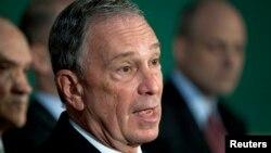 Michael Bloomberg donó $30 millones de dólares al programa Más Allá del Carbón del grupo medioambiental Sierra Club.