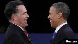 Predsednički kandidati Mit Romni i Barak Obama tokom poslednje debate u Boka Ratonu, na Floridi