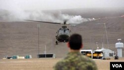 Un grupo de militares canadienses entrenaban en una región del ártico en donde un avión comercial se estrelló. Gracias a la pronta asistencia tres personas lograron ser rescatadas.