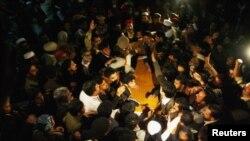 Vụ ám sát chính trị gia Ahmed Bilour ở tỉnh Khyber Pakhtukhwa miền tây bắc vào ngày 22 tháng này là cú đánh mới nhất vào cuộc vận động chính trị trong vùng.