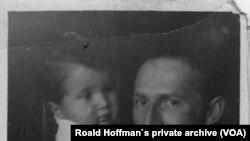 Роальд Гоффман у віці 1-го року з батьком, Гілелом Сафраном, 1938 р. Фото з родинного архіву.