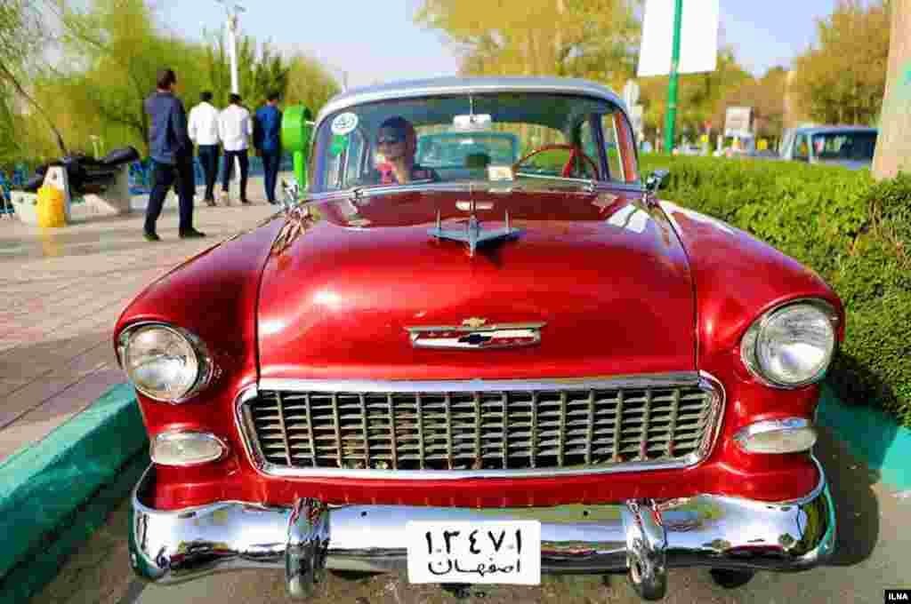 اولین رالی خودروهای کلاسیک در اصفهان عکس: شهرام مرندی
