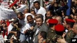 مصرکے نئے وزیراعظم عصام شرف نے منگل کو عیسائی مظاہرین کے وفد سے ملاقات کی تھی۔ (فائل فوٹو)