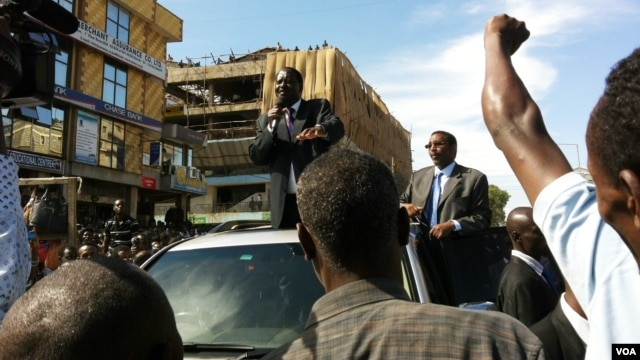 Kenyan Prime Minister Raila Odinga at a peace rally in the Eastleigh suburb of Nairobi, Nov. 22, 2012. (R. Gogineni/VOA)