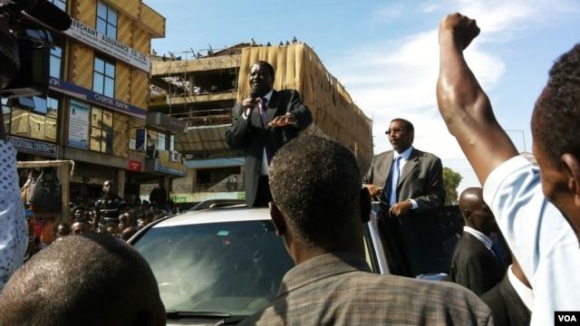 Kenyan Prime Minister Raila Odinga at a peace rally in the Eastleigh suburb of Nairobi, Nov. 22, 2012. (R. Gogineni/VOA)