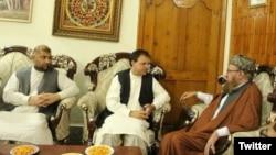افغان سفیر کی اکوڑہ خٹک میں مولانا سمیع الحق سے ملاقات