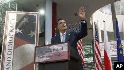 Ứng cử viên tổng thống đảng Cộng hòa Mitt Romney phát biểu tại 1 trường đại học ở Warsaw, Ba Lan, 31/7/2012