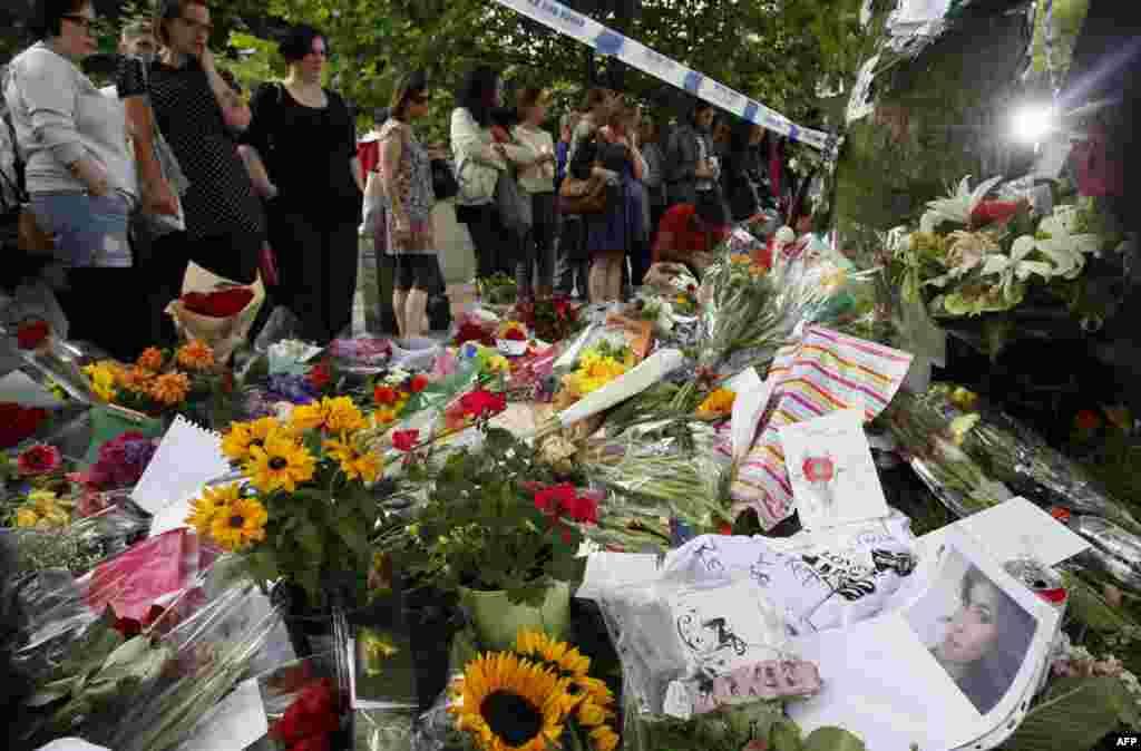Мемориал у дома певицы в Лондоне