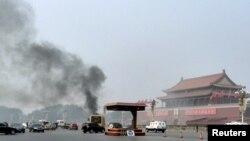 2013年10月28日,衝往天安門的汽車爆炸起火的現場。