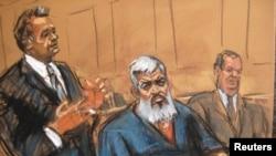 哈姆扎(中)在法庭上