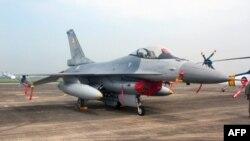 台湾F16战机 (档案照片)