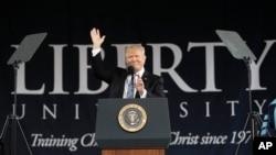 Predsednik Donald Tramp tokom današnjeg obraćanja studentima u Linčburgu