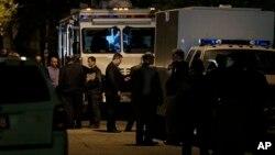 Полиция и ФБР у дома, где находились женщины.