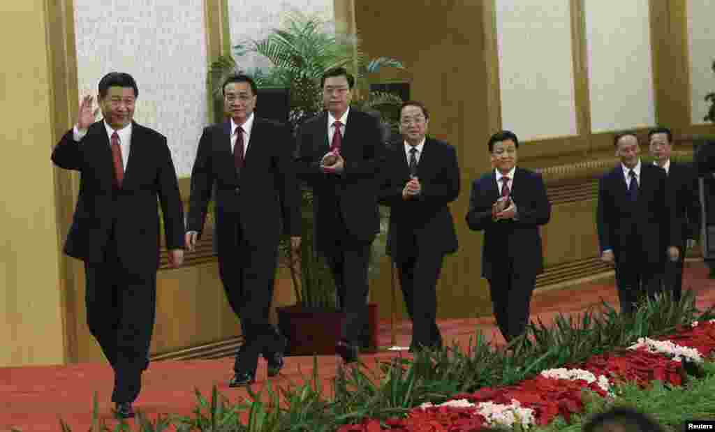 China's new Politburo Standing Committee members (from L to R) Xi Jinping, Li Keqiang, Zhang Dejiang, Yu Zhengsheng, Liu Yunshan, Wang Qishan and Zhang Gaoli, arrive to meet with the press at the Great Hall of the People in Beijing, November 15, 2012.