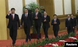 中共十八大政治局7位常委 步入记者会会场,会见新闻界(2012年11月15日)