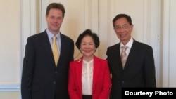 陈方安生(中)及李柱铭(右)会见英国副首相克莱格(香港2020图片)