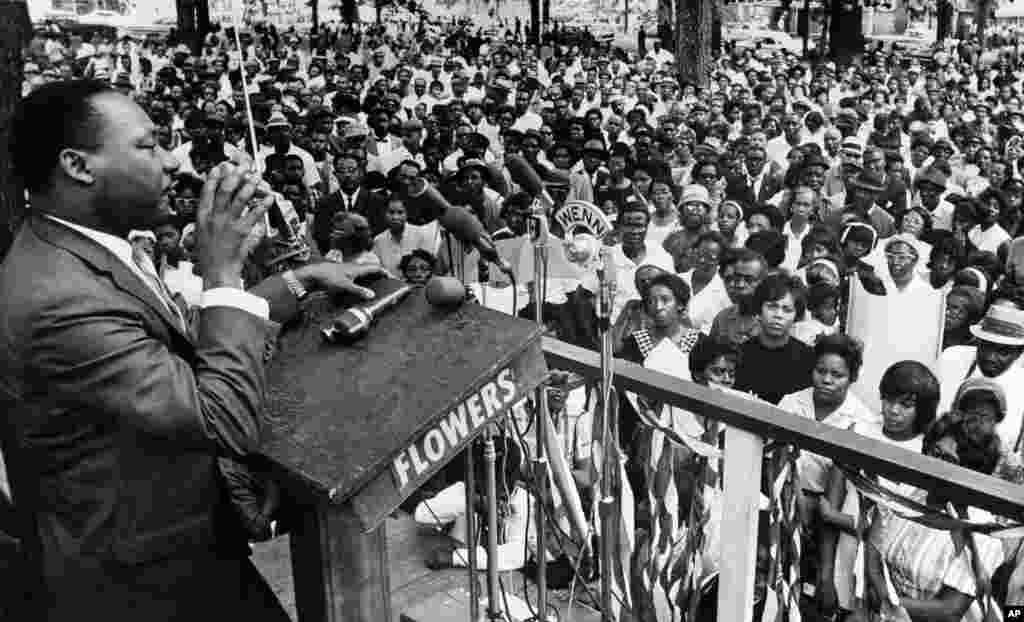 លោកMartin Luther King Jr. ថ្លែងទៅកាន់ហ្វូងមនុស្សប្រហែល៣០០០នាក់ កាលពីថ្ងៃទី៣០ ខែមករា ឆ្នាំ១៩៩៦ នៅឧទ្យាKelly Ingram នៅថ្ងៃចុងក្រោយនៃដំណើរទស្សនកិច្ច៣ថ្ងៃ ដើម្បីលើកទឹកចិត្តដល់អ្នកបោះឆ្នោតស្បែកខ្មៅឲ្យបោះឆ្នោតនៅក្នុងប្លុកតែមួយក្នុងថ្ងៃបោះឆ្នោតជាតិ។