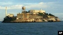 La vida en Alcatraz era bastante dura. Los internos pasaban la mayor parte de su tiempo a solas en sus celdas.