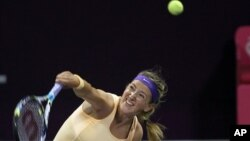 Victoria Azarenka menang 6-2, 6-3 atas Romina Oprandi (foto, 13/2/2013).