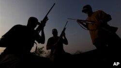 在墨西哥的米卻肯州越來越多居民組織自警團武裝,向販毒集團作鬥爭保衛家園。