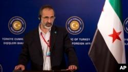 Ông Moaz al-Khatib, nhà lãnh đạo sắp từ nhiệm của nhóm đối lập Liên minh Quốc gia Syria nói chuyện tại một cuộc họp báo ở Istanbul, Thổ Nhĩ Kỳ