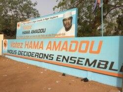 Ousseini Salatou au micro de Abdoul-Razak Idrissa